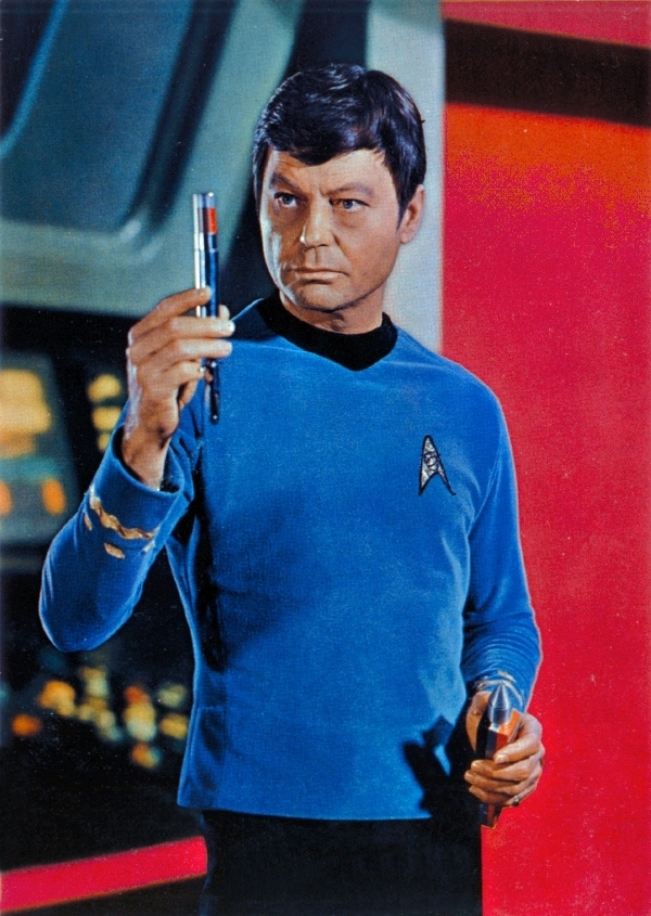 Leonard-Bones-McCoy-DeForest-Kelley-leonard-bones-mccoy-7155214-600-845
